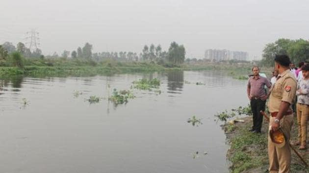 Police at the Hindon river bank in Ghaziabad. A 30-year old police sub-inspector and his mother escaped after their car plunged into a canal but the man allegedly drowned minutes later while trying to recover a bag from the vehicle on Sunday in Krishna district of Andhra Pradesh, police said.(Representative Image/HT Photo)