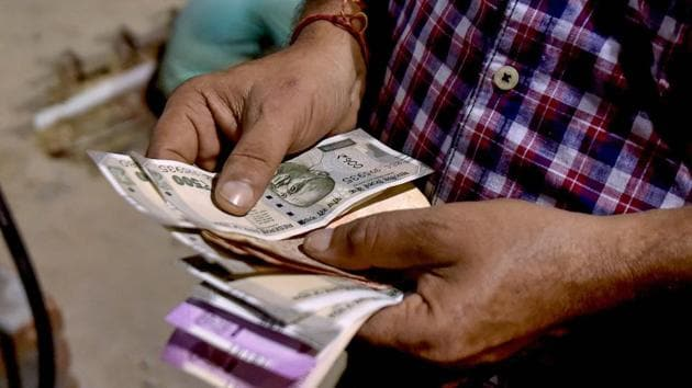 The step is an attempt by the RBI to clean up banks that are suffering from the world's worst bad-loan ratios after Italy.(PTI)