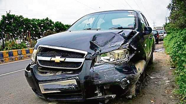 The Chevrolet sedan which was damaged in the head-on collision with a Maruti van being driven on the wrong side.(Sakib Ali /HT Photo)