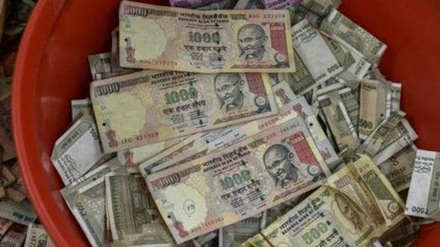 Old notes of Rs 500 & 1000 outlawed in the demonetisation exercise.(Kunal Patil/ Hindustan Times)