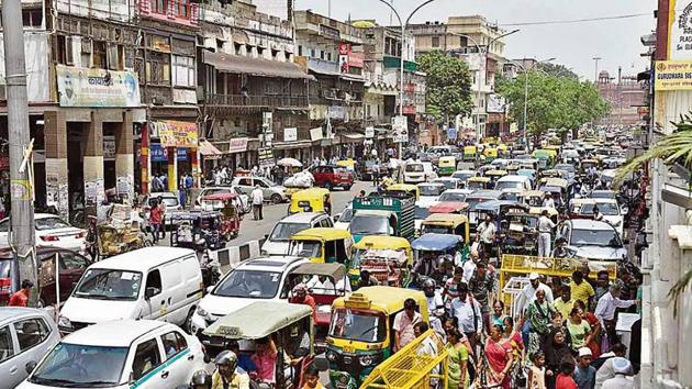 The Delhi government has decided to restrict motorised vehicles between 9am and 9pm.(Sanchit Khanna/HT)