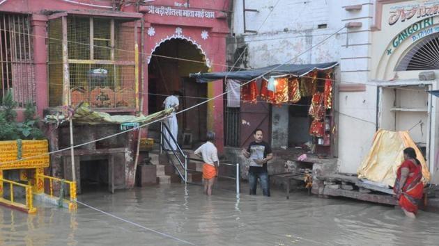 Water level in the Ganga at Varanasi has risen after heavy rainfall.(Rajesh Kumar / HT Photo)