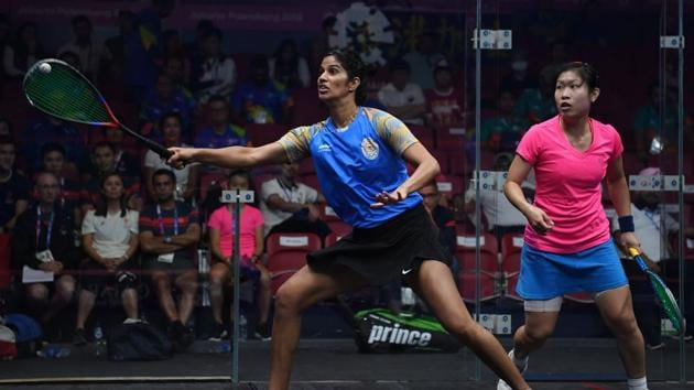 Hong Kong's Annie Au Wing-chi (in pink) competes against India's Joshana Chinappa (in blue) during the women's pool B squash team event at the 2018 Asian Games in Jakarta on August 30, 2018.(AFP)