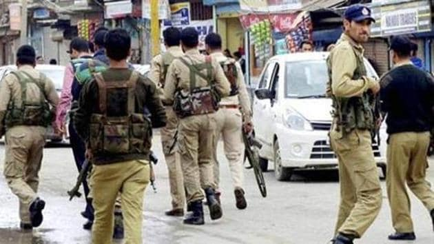 In this file photo, personnel of the Jammu and Kashmir Police search for militants who attacked a BSNL telecom franchise at Sopore.(PTI)