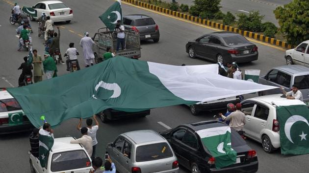 People display a large national flag during a rally to mark the country's Independence Day, in Islamabad on August 14, 2018. Pakistani lawmakers are set to choose a new president on Tuesday, an election in which the ruling Pakistan Tehreek-i-Insaf party's candidate is expected to win as the opposition parties failed to field a joint candidate.(AP Photo)