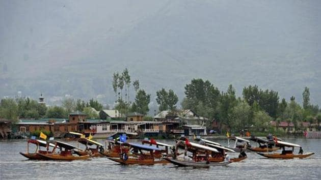 Many Mumbaikars have headed out of the city to make the most of a long weekend with Srinagar one of the top domestic destinations.(PTI)