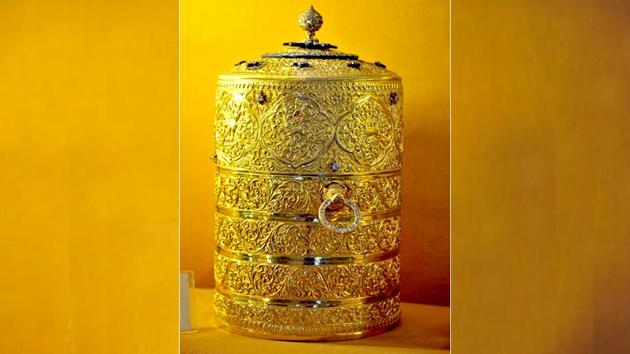 Police said burglars broke open the wooden ventilator of the museum and got into the hall using a rope to steal the artefacts, including a diamond-studded golden lunch box (pictured here).(HT Photo)