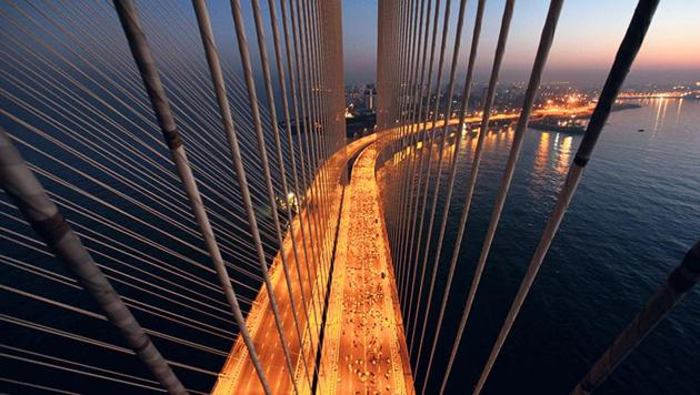 The Bandra-Worli sea link in Mumbai. On Tuesday, the Maharashtra government signed an agreement with a consortium to build the 17.17km Versova-Bandra Sea Link from October.(Kunal Patil / HT File Photo)