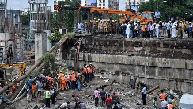 Emergency personnel during rescue operations after the bridge collapse at Majerhat.(PTI)