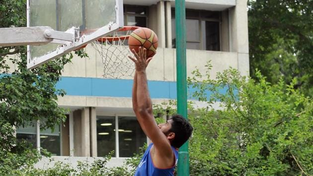 A shot of a basketball match between Hansraj and Hindu College.(Amal KS/HT Photo)