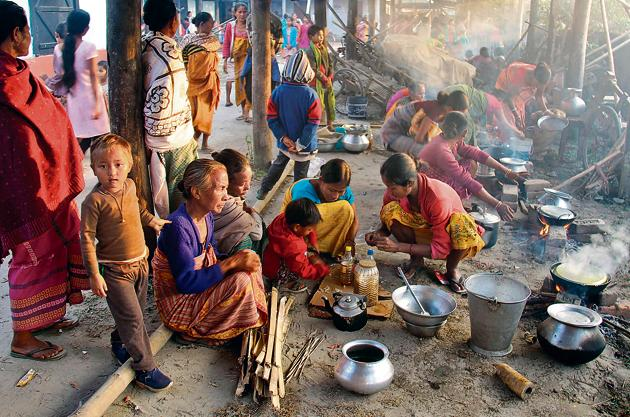 Life must go on: Violence-affected villagers prepare food at a relief camp at Gossaigaon, in the Kokrajhar district of northeastern Assam state in December 2014.(AFP)