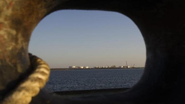 A general view of an oil dock is seen from a ship at the port of Kalantari in the city of Chabahar, 300km (186 miles) east of the Strait of Hormuz.(Reuters File Photo)