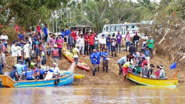 Volunteers and locals ride a boat to as they head out to clean Panamaram River, in Wayanad on August 30, 2018.(PTI Photo)