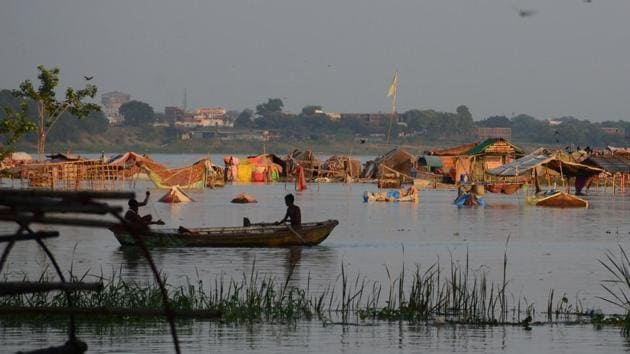 Low lying area of Daraganj flooded in Allahabad on Sunday.(HT Photo)