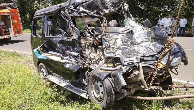 Under the Motor Vehicles Act, it is mandatory for all transport/non transport vehicles to carry a third party insurance policy.(HT File Photo)