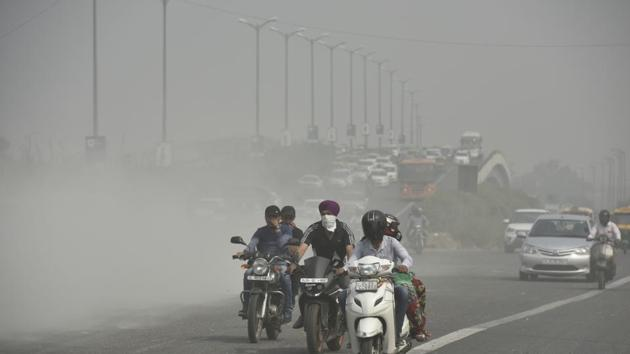 Apart from COPD, polluted air also raises the risk of heart disease, stroke, diabetes and cancers, said the first-ever multi-centric public-private study of five non-communicable diseases (NCD) across all states.(Ravi Choudhary/HT File Photo)