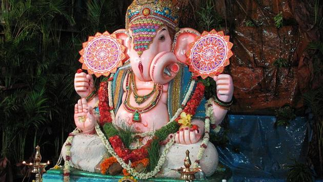 Ganesh Puja 2018: During the festival, sweets like modak, jaggery and coconut are offered to the deity and a plate with 21 pieces of sweets has to be offered as bhog.(Wikimedia Commons)