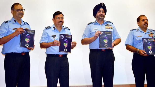 Air Chief Marshal BS Dhanoa (2nd from R), releases a souvenir during the inauguration of 57th Annual Conference of Indian Society of Aerospace Medicine in Bengaluru on Sep 14, 2018.(PTI)