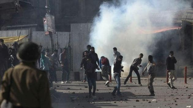 Protesters throwing stones at policemen during a protest in Srinagar.(Waseem Andrabi/HT Photo)