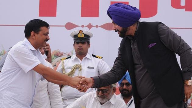 Delhi chief minister Arvind Kejriwal and local bodies minister Navjot Singh Sidhu durng 115th Shaheed Parivar Fund function at Jalandhar on Sunday.(HT Photo)
