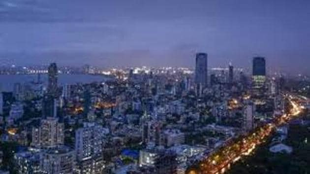 The Maharashtra government is all set to demand from the 15th Finance Commission a special package worth Rs 50,000 crore for Mumbai's infrastructure.(HT File Photo)