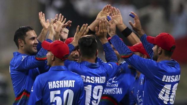 Afghanistan's Mohammad Nabi, left, celebrates with teammates the dismissal of Sri Lanka's captain Angelo Mathews.(AP)