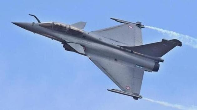 A Rafale fighter aircraft flys during the inauguration of the 11th biennial edition of Aero India 2017 in Bengaluru.(PTI File Photo)