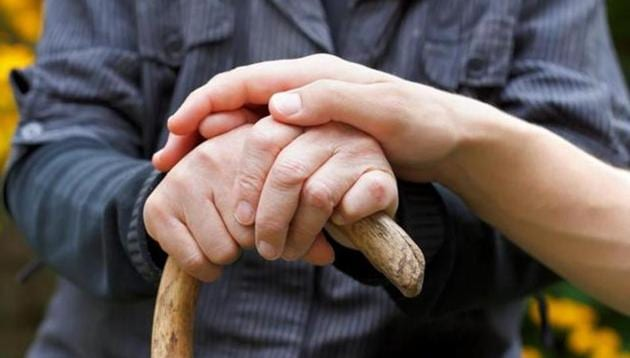 World Alzheimer's Day 2018: Some of the most common signs of Alzheimer's Disease include memory loss, problems with language, difficulty performing familiar tasks, changes in personality and difficulty keeping track of things.(Shutterstock)
