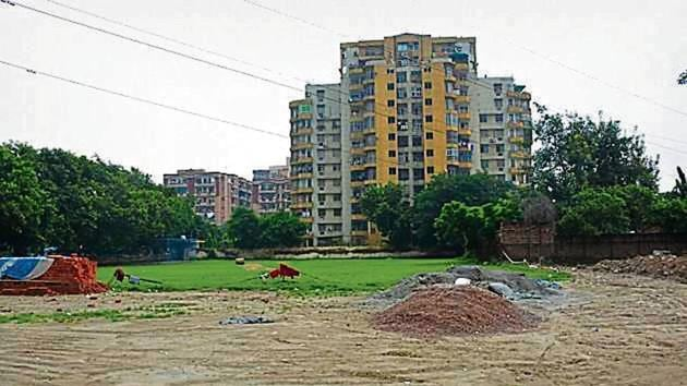 Residents have been protesting against the vending zone, claiming it is being made at the only playground in 9 Vaishali sectors.(HT FILE)