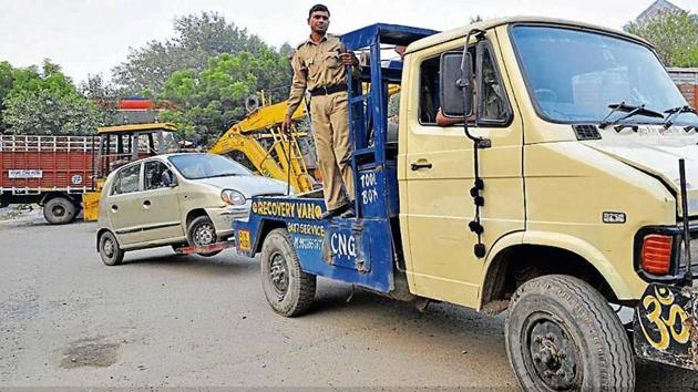 Officials said that despite penalising offenders, people continue to park their vehicles along the roads and other available spaces because of the lack of parking lots in key market and business areas.(HT PHOTO)