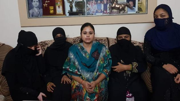 Farhat Naqvi (in centre) runs an NGO which works for the rehabilitation of divorced Muslim women and triple talaq victims across the country. She hailed Centre's decision to bring an ordinance criminalising the practice as 'a historic day'.(HT Photo)