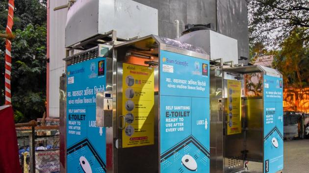 The e-toilet that will be placed on JM road.(Sanket Wankhade/HT PHOTO)