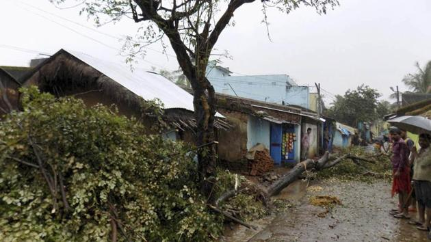 The MeT centre also warned of gale wind with speed reaching 60-70 kmph and gusting up to 80 kmph along and off south Odisha coast for a few hours.(HT FILE PHOTO)
