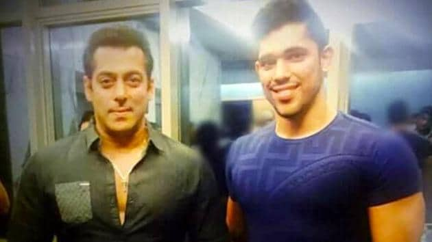 Bigg Boss 12 contestant Shivashish Mishra is seen posing with Salman Khan, Kareena Kapoor Khan and Saif Ali Khan in old pics that have surfaced on social media. (Instagram)