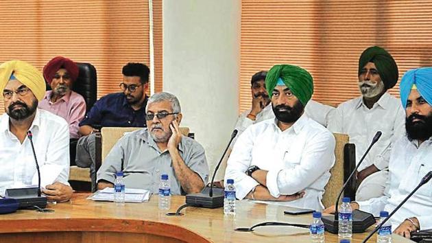 (From left) Kharrar MLA Kanwar Sandhu, Patiala MP Dharamvira Gandhi, Bholath legislator Sukhpal Singh Khaira and Lok Insaaf Party chief Simarjit Singh Bains during an 'all-party meeting' in Chandigarh on Friday.(HT Photo)