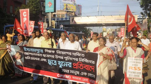 Protest rally on the issue of school students death of Islampur, at Gariahat crossing in Kolkata on Sunday.(Samir Jana/HT PHOTO)