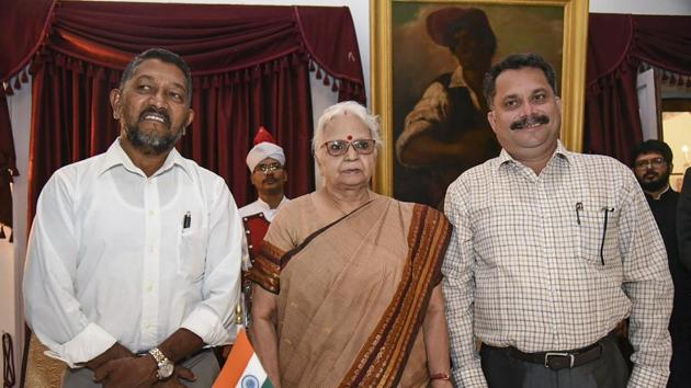 Goa governor Mridula Sinha flanked by newly sworn-in BJP legislators Milind Naik (L) and Nilesh Cabral after they were administered the oath of office in Parrikar-led cabinet, in Panaji on Monday.(PTI File Photo)