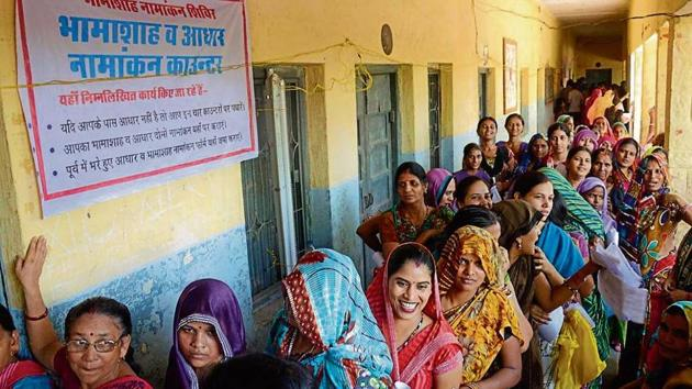 Women at a Bhamashah enrolment camp in Rajasthan.(HT File Photo)