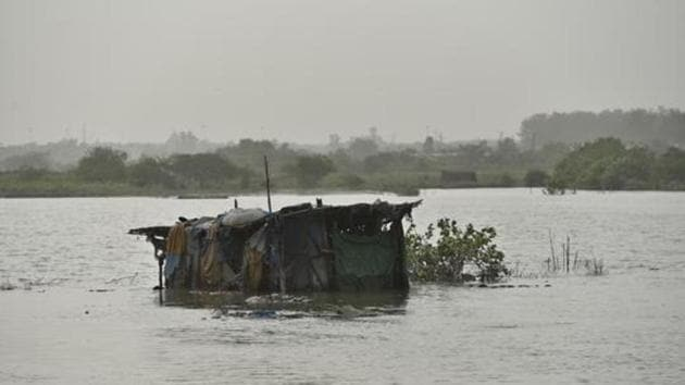 A submerged hut is seen in the Yamuna River as the water level has started receding at Usmanpur in New Delhi, India.(Sanchit Khanna/HT PHOTO)