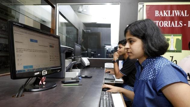 JEE (Main) 2019: The last date to apply for the Joint Entrance Examination or JEE (Main) January 2019 examination is Sunday, September 30, 2018.(HT file)