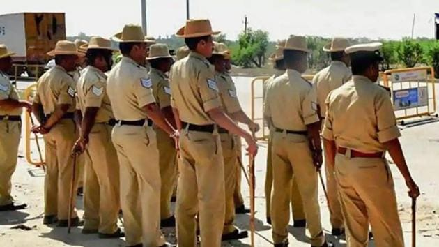 Police said Pashupati killed the victim at Chikkabagilu village and brought the head to the Malavalli town police station.(PTi File Photo)