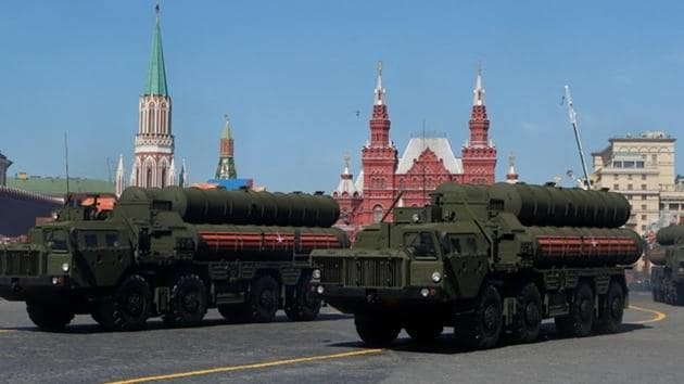 Russian servicemen drive S-400 missile air defence systems during the Victory Day parade, at Red Square in Moscow.(Reuters/File Photo)