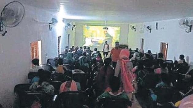 Tribals in Abhujmand experience big screen for the first time.(HT Photo)