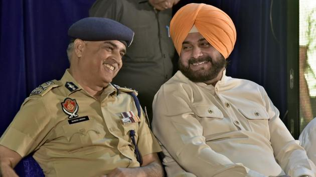 Local bodies minister Navjot Singh Sidhu along with state DGP Suresh Arora during a function in Ludhiana.(Gurpret Singh/HT)