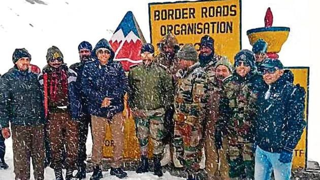 The BRO team at 13050-feet high Rohtang Top after the mountain pass on Manali-Leh highway was opened for traffic on October 1.(HT File)