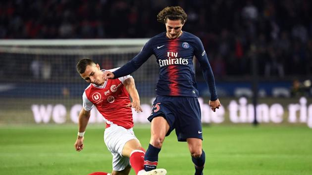 Reims' French forward Remi Oudin (L) vies with Paris Saint-Germain's French midfielder Adrien Rabiot (R) during the French L1 football match between Paris Saint Germain (PSG) and Reims (SR) on September 26, 2018, at the Parc des Princes stadium in Paris.(AFP)