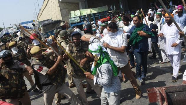 Farmers clashed with the police and paramilitary forces at the national capital's borders with Uttar Pradesh.(Sakib Ali/ Hindustan Times)