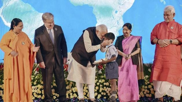 PM Narendra Modi launched the bhajan in the presence of the UN Secretary General Antonio Gutierrez, external affairs minister Sushma Swaraj and minister of drinking water and sanitation Uma Bharti.(PTI)