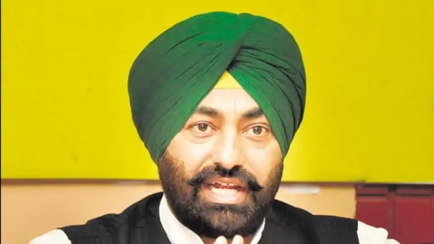 The denial of permission by Khaira to disclose his educational qualifications and degree was overruled by information commissioner Divya Prakash Sinha who directed Chandigarh DAV college to disclose the records.(HT Photo)