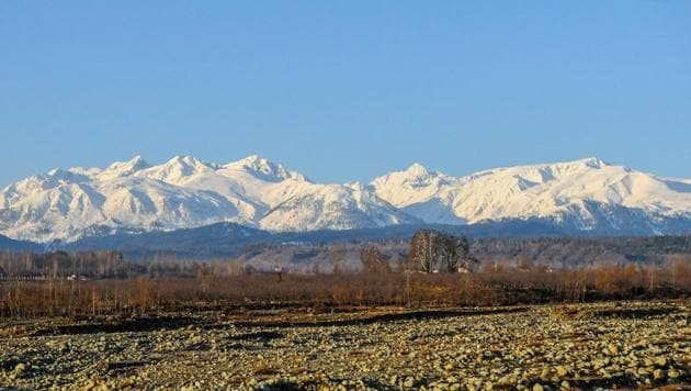 A photo of snow covered mountains in south Kashmir's Shopian district.(Waseem Andrabi/ HT File Photo)